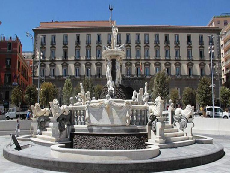 Censimento, schedatura e digitalizzazione dei dati di archivio relativi agli interventi nell'area di Piazza Municipio, finalizzati alla realizzazione del Sistema informativo del Parco Archeologico Urbano di Napoli